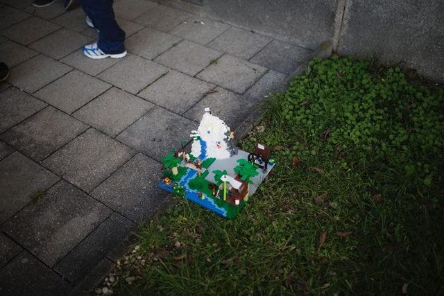 Die Teilnehmer bauen ihre Ideen als Lego-Modelle.