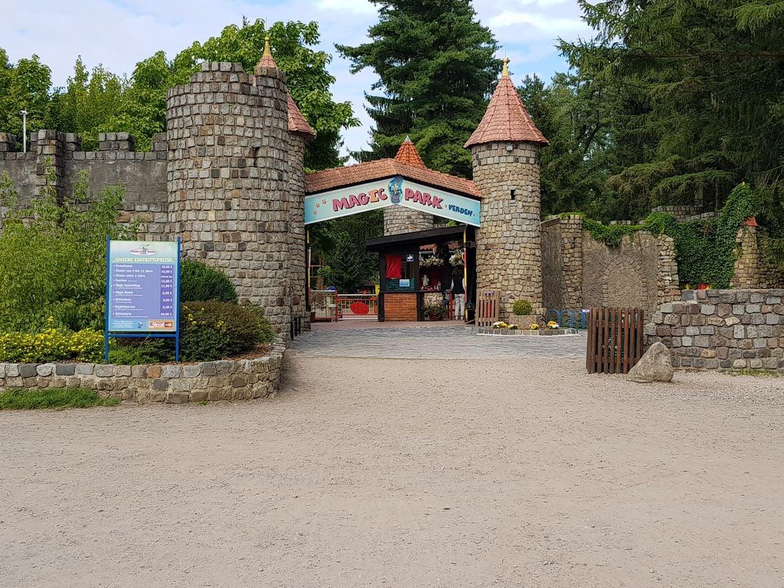 Der Park wurde mehrmals umbenannt. Heute ist er angeblich magisch.