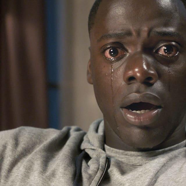 Chris (Daniel Kaluuya) erlebt beim Elternbesuch mit seiner Freundin den blanken Horror.