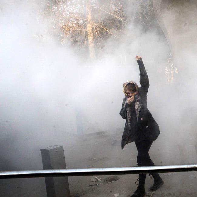 Seit knapp einer Woche gehen in Iran Menschen auf die Straße, um gegen das Regime zu protestieren.