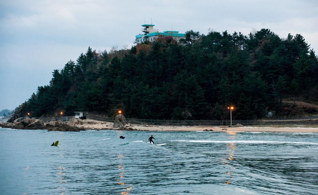 Surfen in Südkorea: Wo es Wind und Meer gibt, muss es auch Wellen geben.