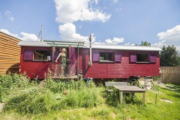Dieser DDR-Zirkuswagen ist seit rund zehn Jahren das zu Hause von Clownin Sophie.