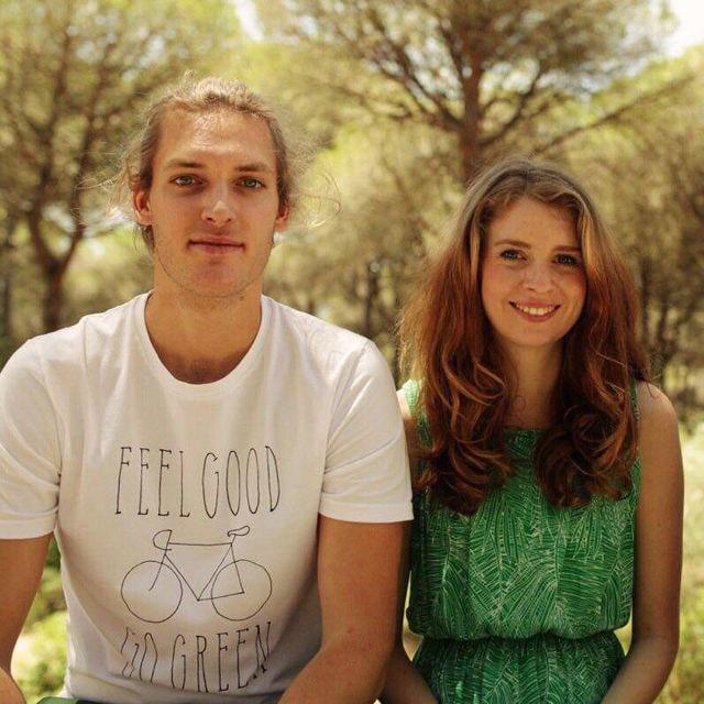 Raphael, 27, bekommt Honorare von seiner Freundin Julia ausgezahlt