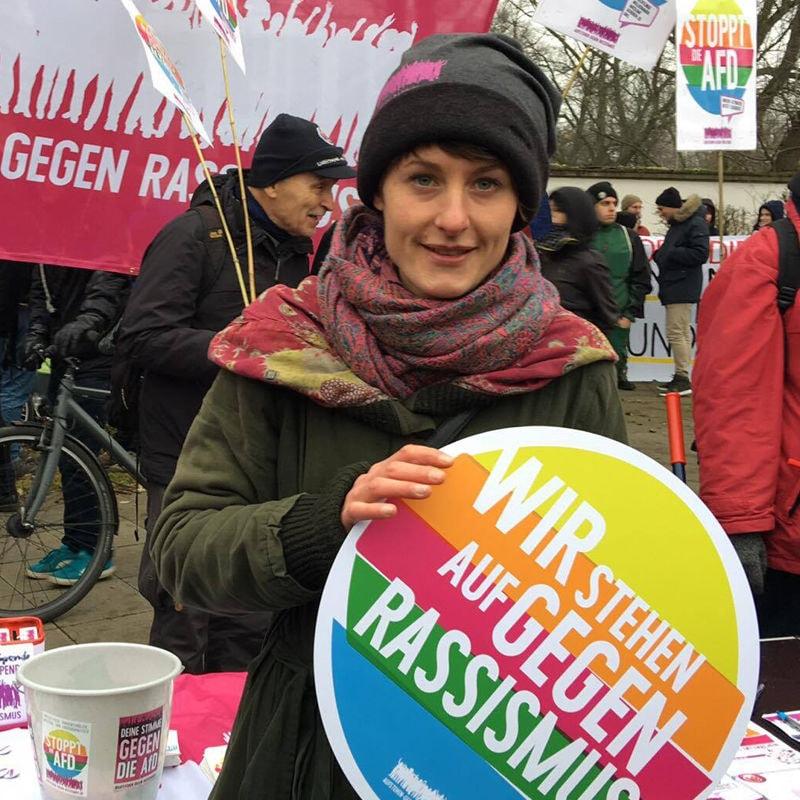 Das ist Nora, Sprecherin von Aufstehen gegen Rassismus in Hannover.