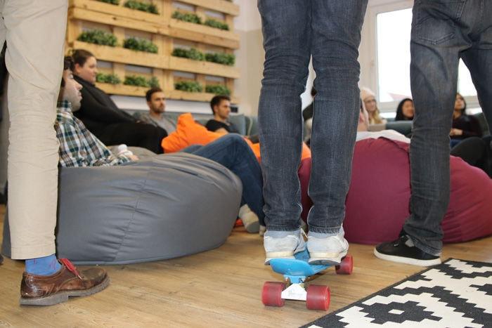 Natürlich gibt es auch bei Jodel ein Mini-Skateboard. Das gehört schließlich zu einem vernünftigen Start-up dazu. Oder?