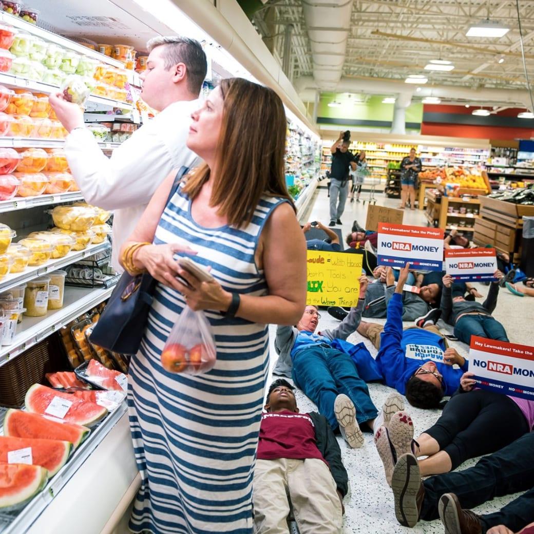 Beim Die-In im Supermarkt Publix lagen die Demonstranten zwölf Minuten lang reglos auf dem Boden.