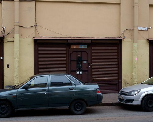 """Unscheinbares Refugium: Das """"Blue Oyster"""" liegt direkt neben der St. Petersburger Partymeile. Der Club ist ein Schutzraum für alle, die sonst nirgends so feiern können, wie sie wollen."""
