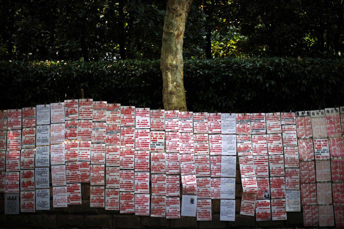 Auf dem Kupplermarkt von Shanghai werden willige Ehepartner gesucht.