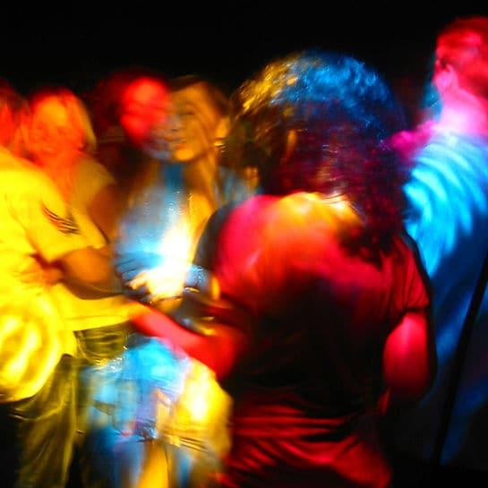mädchen in der disco ansprechen