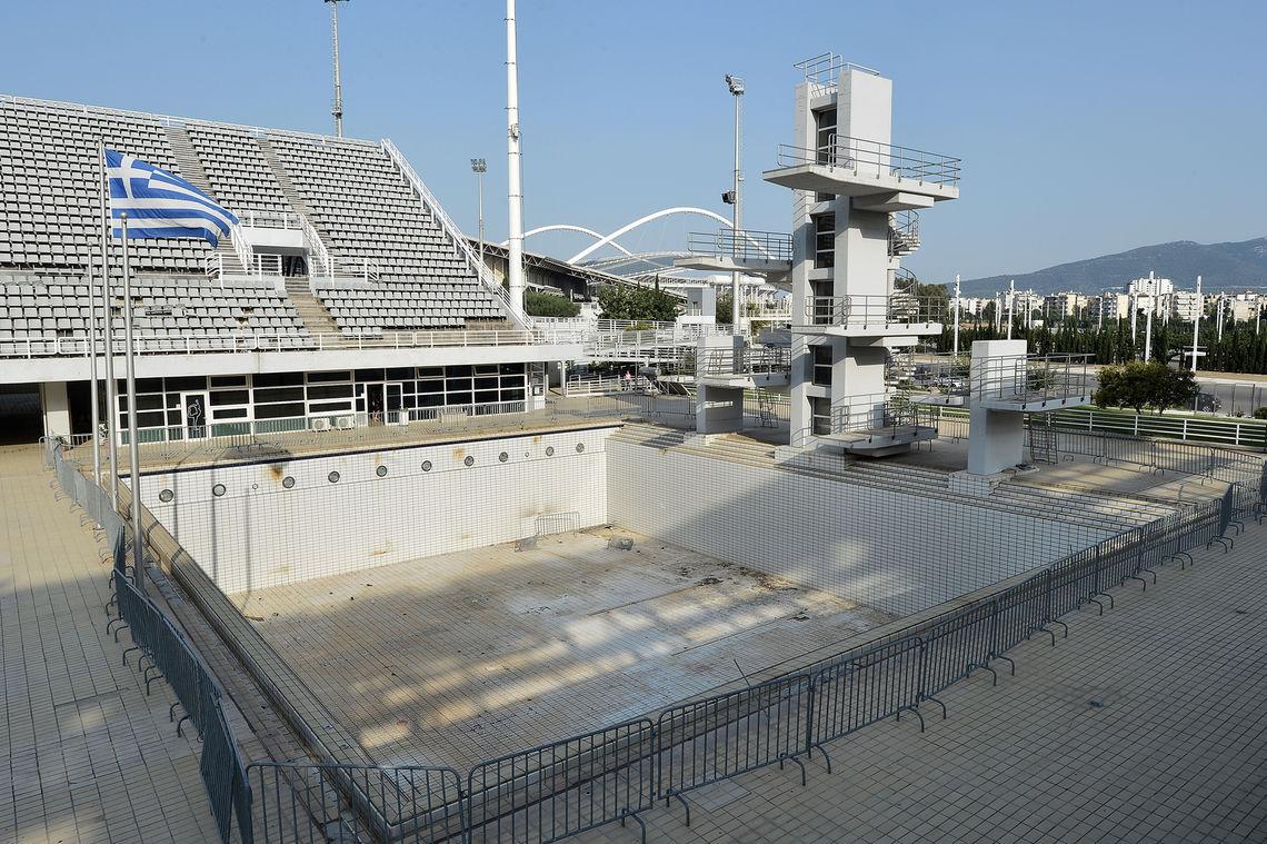 Auch das olympische Schwimmstadion von Athen steht heute leer.