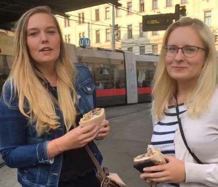 Sie Fickt Zwei Freunde Nach Dem Essen