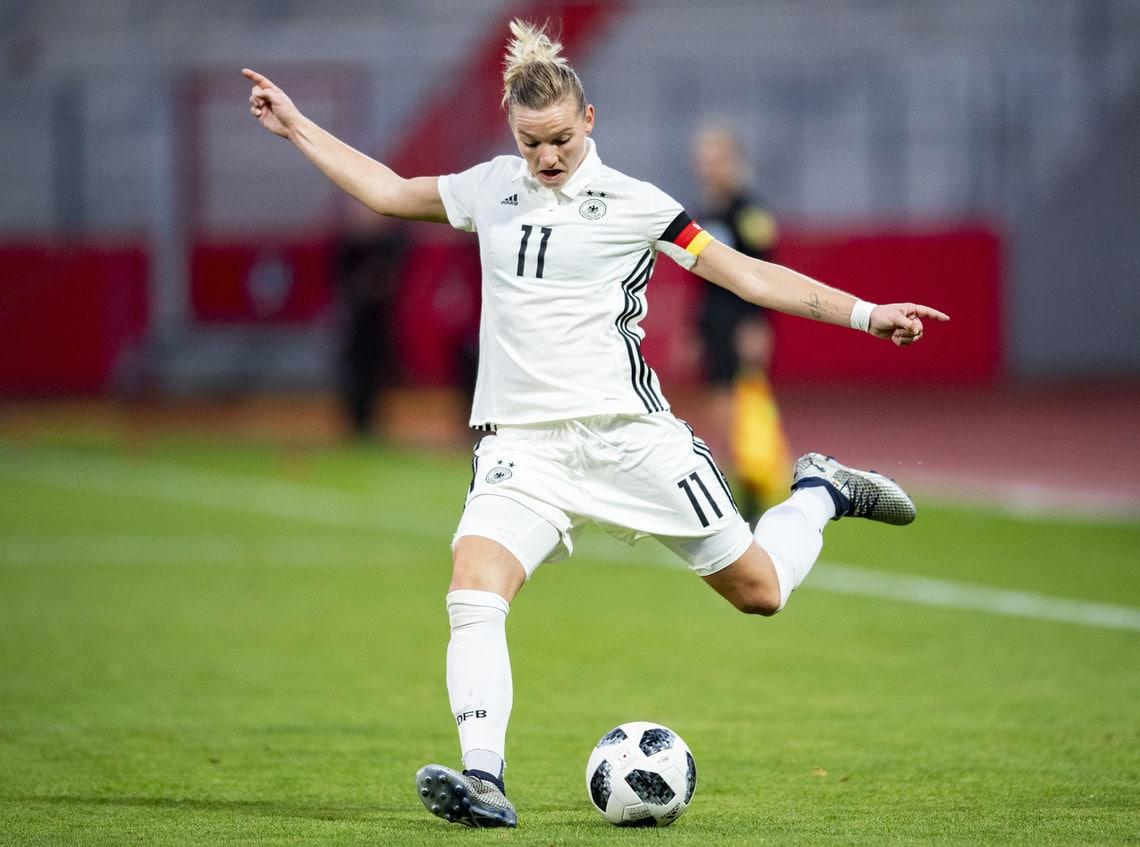 Adidas will bei Frauenfußball WM Frauen gleiche Prämien