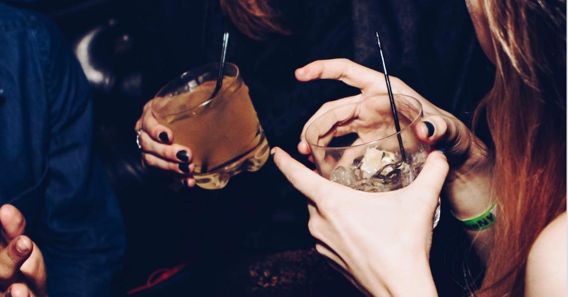 Alkohol trinkende Frauen werden als sexuell verfügbar wahrgenommen