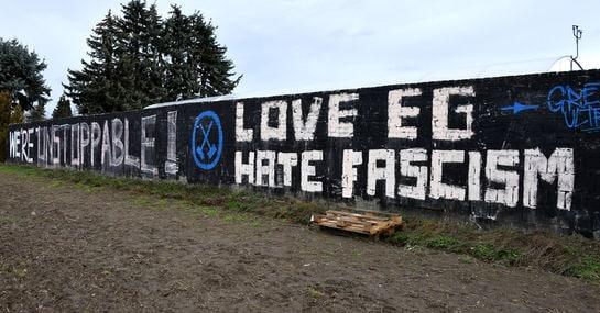 """""""Hate Fascism"""": Unbekannte antworten auf ein rechtes Symbol in Cottbus"""