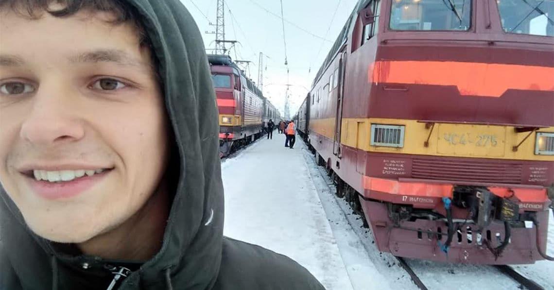 Elias hat ein Reisebüro für weite Zugreisen gegründet