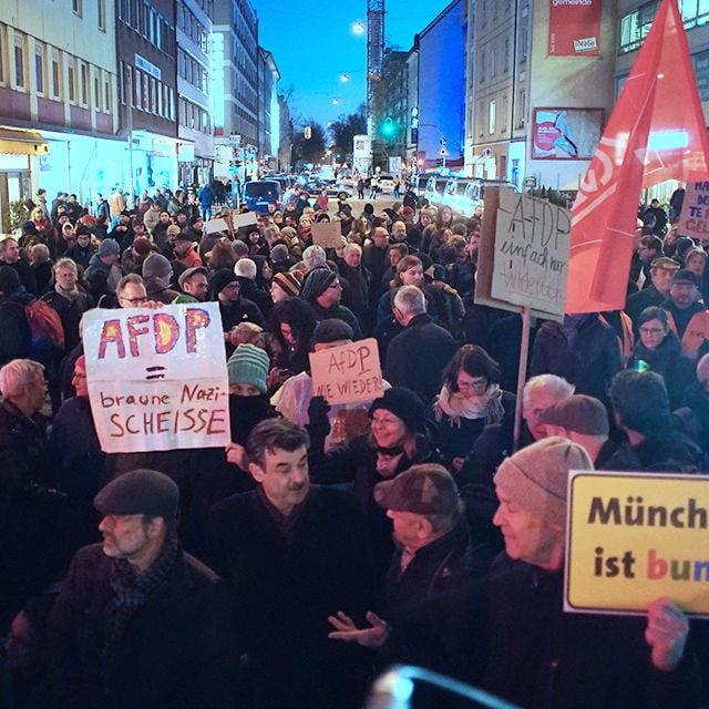 demo thueringen crowd cover