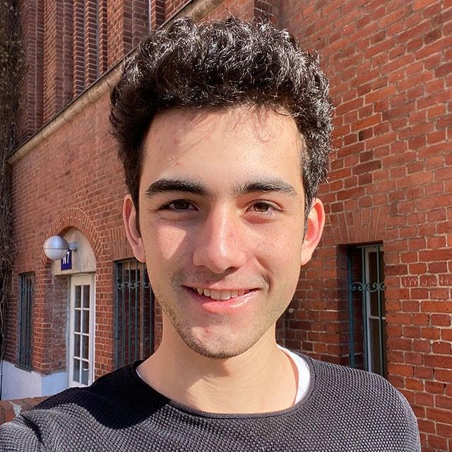 Noah Adler, 15, wohnt in Berlin und hat Coronaport.net programmiert.