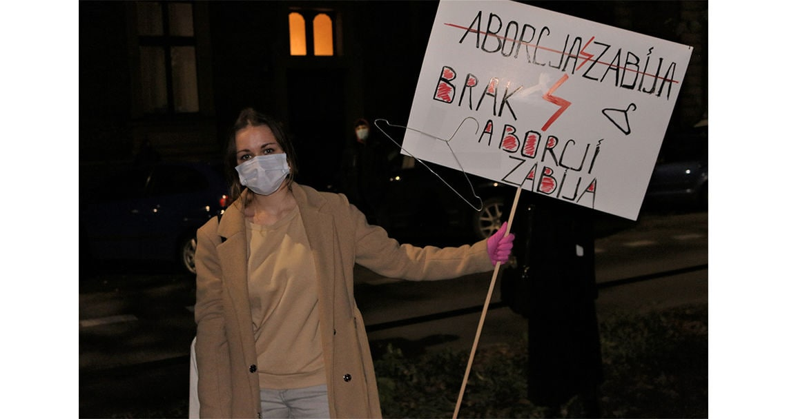 reportage proteste abtreibungsverbot polen galerie 8 sandra vor pis buero