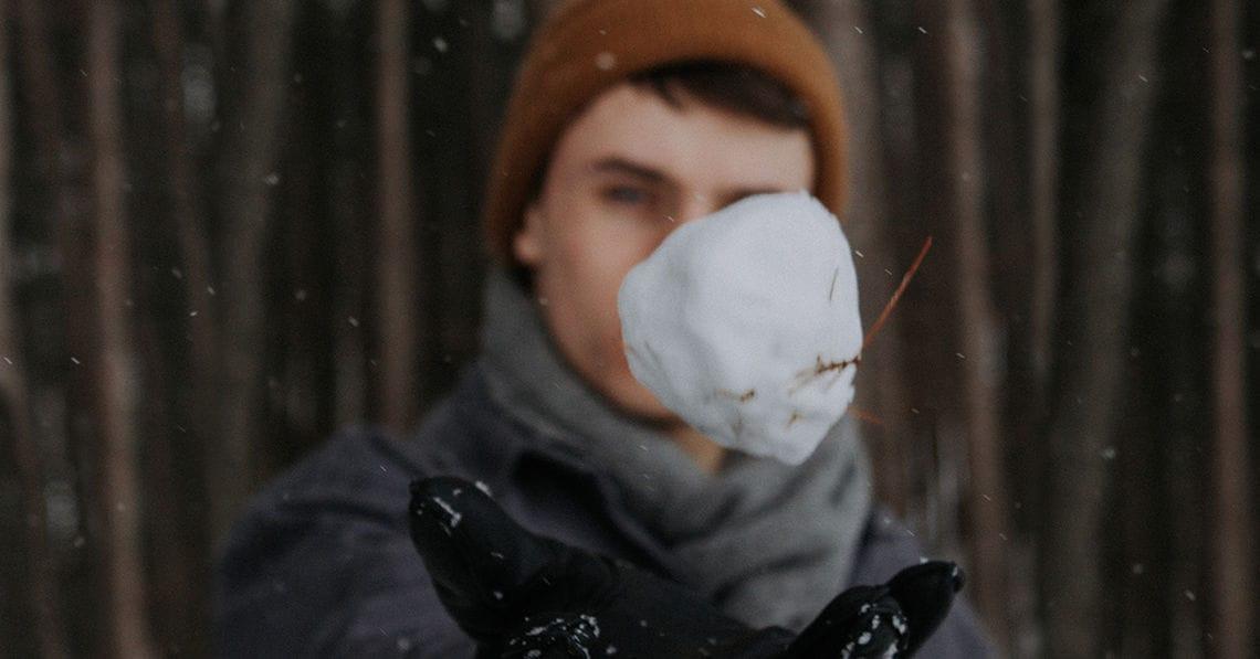 Wie der Schneeball am besten fliegt - Forschung - jetzt.de