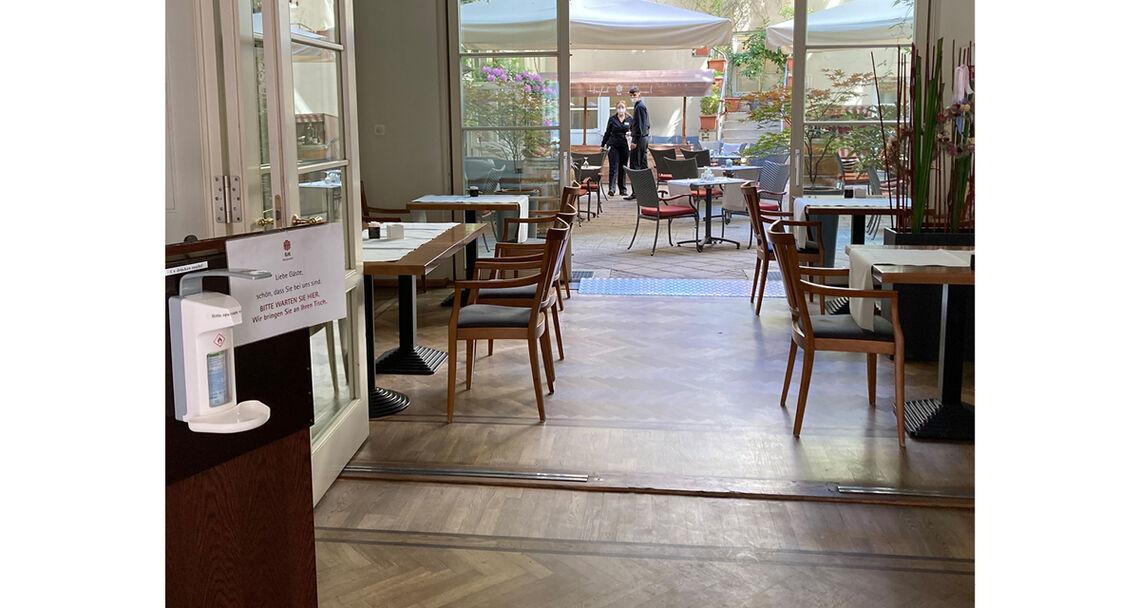 reportage hotel text restaurant desi