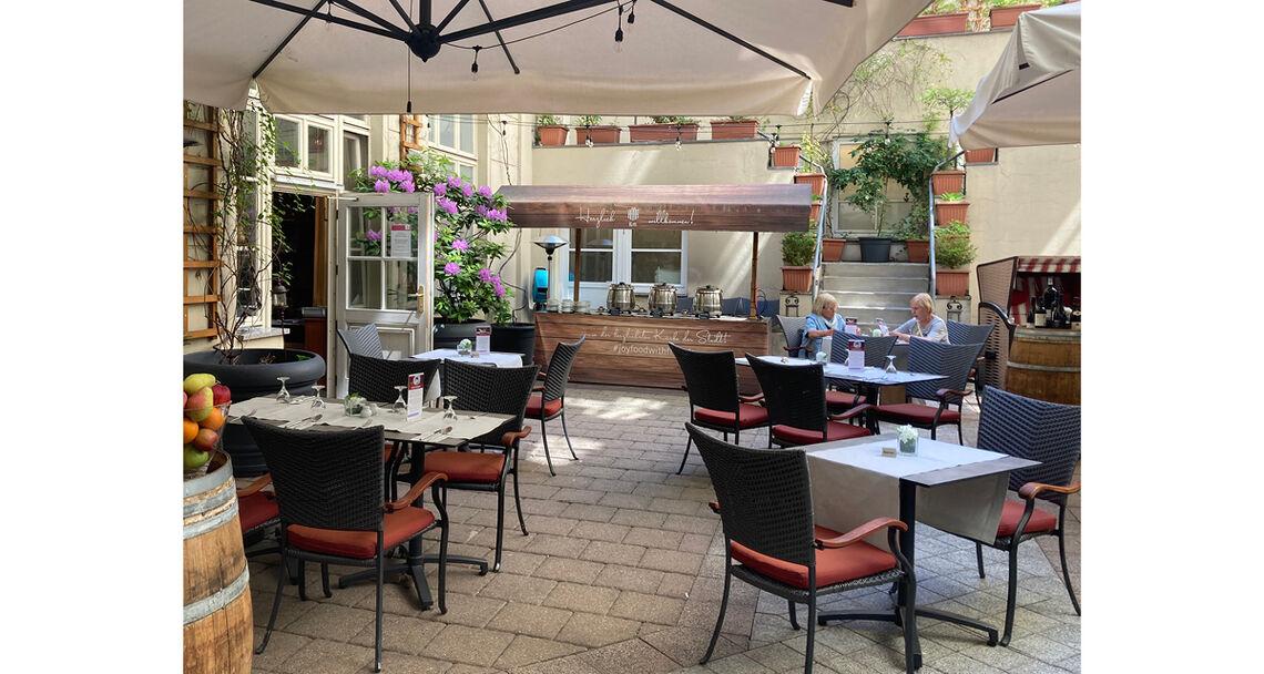 reportage hotel text restaurant mit damen